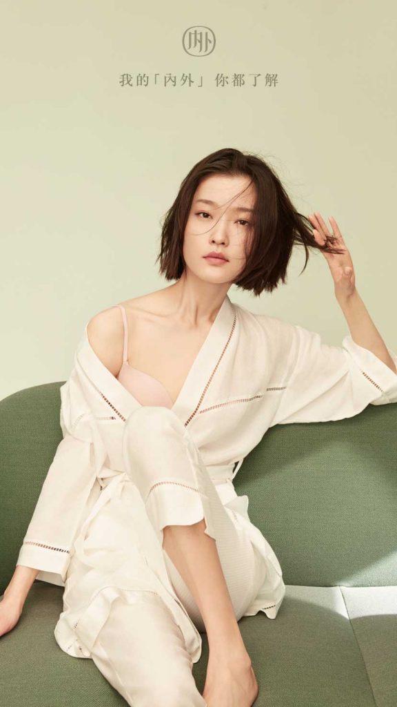 Son objectif   devenir une marque esthétique Lifestyle qui combine des  expériences en ligne et en boutique. 0363cea73ab2